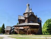 Iglesia de madera en Veliky Novgorod en un día de verano, Rusia Imágenes de archivo libres de regalías