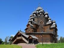 Iglesia de madera (iglesia) de Pokrovskaya, St Petersburg, Rusia fotografía de archivo