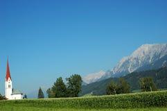 Iglesia de madera - paisaje del Tyrol Imágenes de archivo libres de regalías