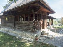 Iglesia de madera, pueblo de Jercălăi, el condado de Prahova Imagenes de archivo