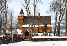 Iglesia de madera vieja en Debno, Polonia, en invierno Foto de archivo libre de regalías