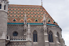Iglesia de Matías con su tejado del mosaico Fotografía de archivo libre de regalías