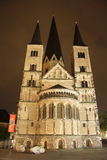 Iglesia de monasterio de Bonn en la noche (Alemania) Fotografía de archivo libre de regalías