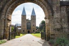 Iglesia de monasterio de Southwell a través de la arcada Imagen de archivo
