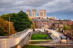 Iglesia de monasterio Inglaterra de York de la pared de la ciudad Foto de archivo libre de regalías
