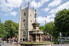 Iglesia de monasterio y reina Victoria Monument de la lectura Fotos de archivo
