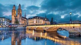 Iglesia de Munsterbrucke y de Grossmunster, Zurich almacen de video