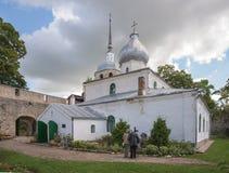 Iglesia de Nikolskaya Porkhov Rusia foto de archivo