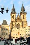 Iglesia de nuestra señora antes de Tyn en Praga Fotos de archivo