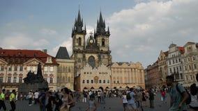 Iglesia de nuestra señora antes de Tyn en Praga Lapso de tiempo almacen de video