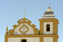 Iglesia de nuestra señora de la ayuda en el d'Ajuda Bahía de Arraial Imagen de archivo