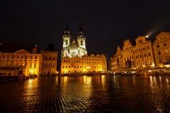 Iglesia de nuestra señora de Tyn, mirada fija Mesto, Praga Imagenes de archivo