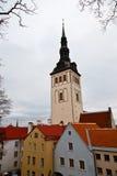 Iglesia de Olaf del santo en Tallinn vieja Foto de archivo libre de regalías