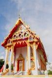 Iglesia de oro vieja y cielo azul Imagen de archivo