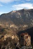 Iglesia de Ortodox en montañas de Europa del Este Imagen de archivo libre de regalías
