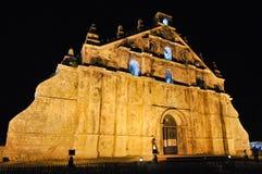 Iglesia de Paoay en la noche Filipinas fotos de archivo