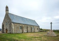 Iglesia de piedra vieja en Pointe Santo-Mateo en Bretaña en Francia imágenes de archivo libres de regalías