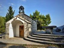 Iglesia de San Jorge sobre Omis Imagenes de archivo