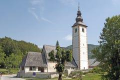 Iglesia de San Juan Bautista en Ribcev Laz Fotos de archivo