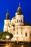 Iglesia de San Nicolás en la mirada fija Mesto, Praga Imagen de archivo libre de regalías