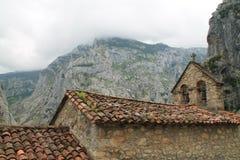 Iglesia de San Pedro de Camarmeña, Cabrales, Spagna Fotografia Stock