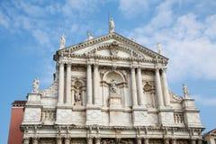Iglesia de Santa Maria Assunta Under Nice Sky Fotografía de archivo libre de regalías