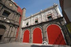 Iglesia de Santo Domingo en el pueblo, México. Fotografía de archivo