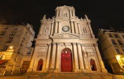 Iglesia de Santo-Paul-Santo-Louis en la noche, 4to arrondissement de Marais, París, Francia fotos de archivo