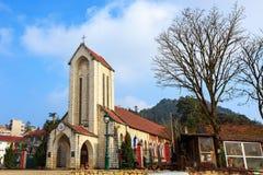 Iglesia de Sapa debajo del cielo azul Fotos de archivo