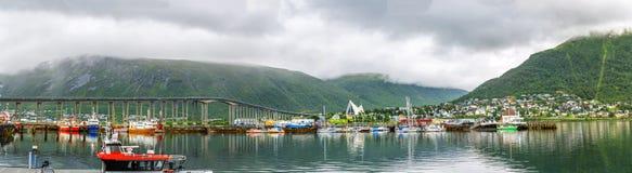Iglesia de Sortland en Sortland en el condado de Nordland, Noruega fotografía de archivo libre de regalías