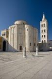 Iglesia de St.Donatus y de las columnas Foto de archivo libre de regalías
