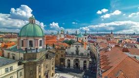 Iglesia de St Francis de Assisi y de St Salvator Church en el timelapse de Praga almacen de video