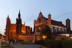 Iglesia de St Francis y de St Bernard por la tarde, Vilna, Lituania imagenes de archivo