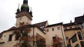 Iglesia de St Jacob St James en Brno almacen de metraje de vídeo