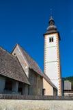 Iglesia de St John el Bautista en el lago Bohinj Foto de archivo libre de regalías