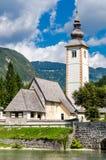 Iglesia de St John el Bautista, lago Bohinj Fotografía de archivo
