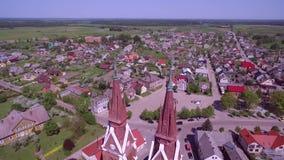 Iglesia de Sveksna en Lituania almacen de metraje de vídeo