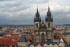 Iglesia de Tyn en Praga central imagen de archivo libre de regalías