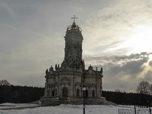 Iglesia de Znamenskaya en Dubrovitsy imagenes de archivo
