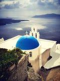 Iglesia del azul de Santorini Foto de archivo libre de regalías