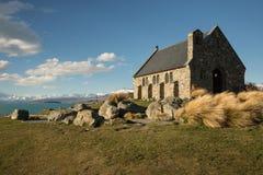 Iglesia del buenos pastor y lago Tekapo Fotos de archivo