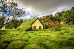 Iglesia del césped en el pueblo islandés de Hof, Skaftafell Islandia Fotos de archivo libres de regalías