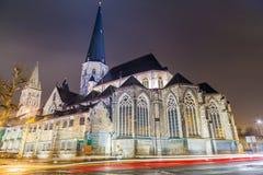 Iglesia del ` de San Jaime, Amberes Sint-Jacobskerk en Gante en la noche Foto de archivo