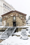 Iglesia del  del St Petka Samardzhiyska†cubierta con nieve Fotografía de archivo libre de regalías