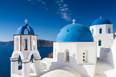 Iglesia del estilo de Cycladic en Oia Fotos de archivo libres de regalías