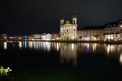 Iglesia del nster del ¼ de Grossmà en el río Zurich de Limmat imagen de archivo