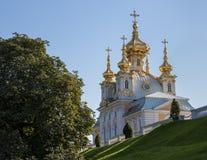 Iglesia del palacio magnífico en peterhof St Petersburg, Rusia Foto de archivo libre de regalías