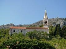 Iglesia del pueblo de montaña Imágenes de archivo libres de regalías