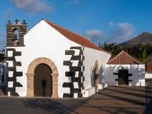 Iglesia del pueblo en las islas Canarias Foto de archivo libre de regalías