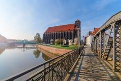 Iglesia del puente de la Virgen María y de la piedra de molino en Wroclaw Imagen de archivo